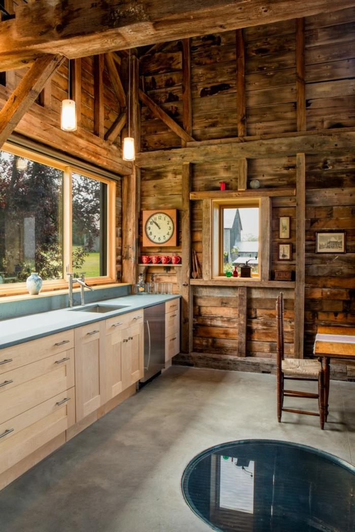 idée cuisine rustique moderne murs bois éclairage industriel