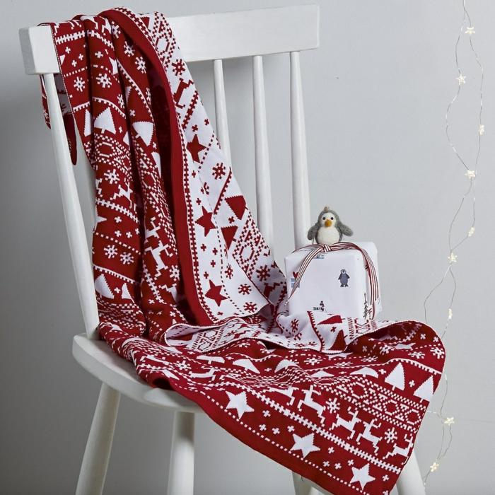 idée décoration de Noël pour le lit et les chaises