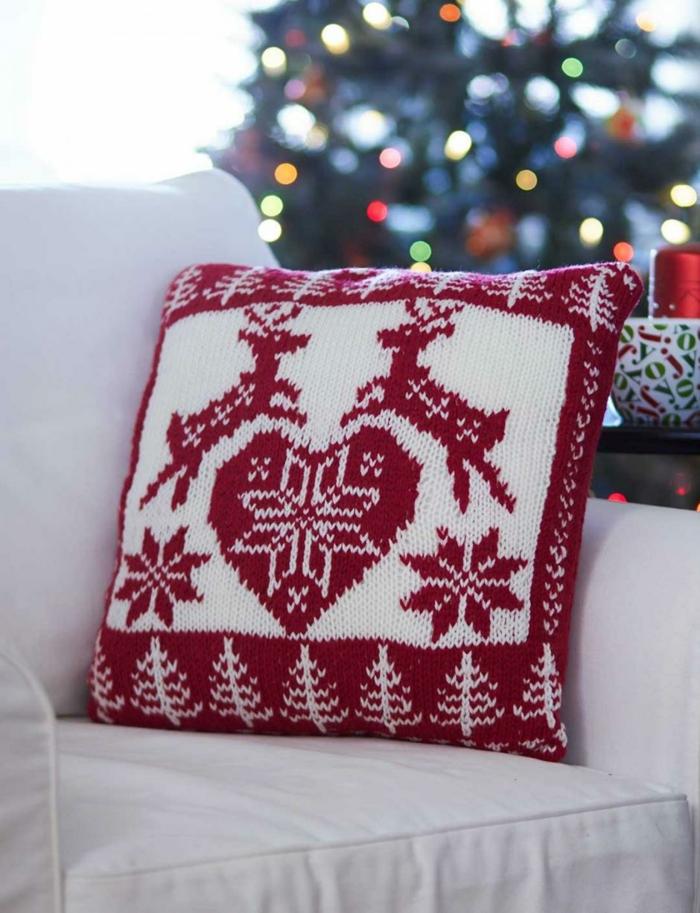 joli coussin pour décoration de Noël