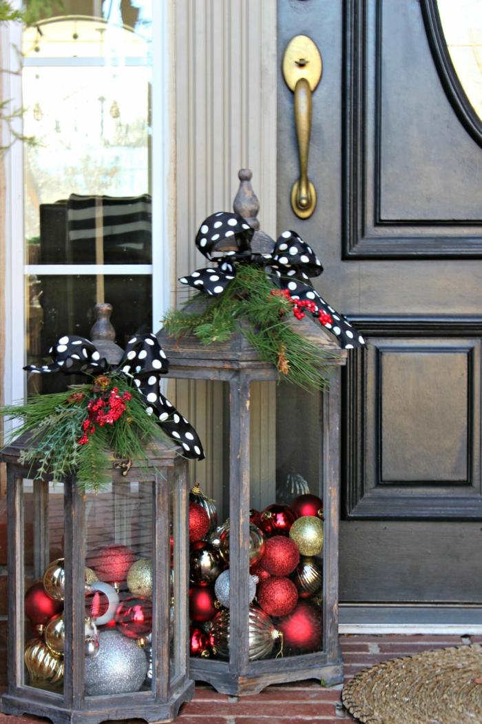 jolie décoration de Noël avec lanternes et boules
