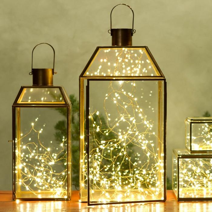 lanternes et guirlandes pour la décoration de Noël