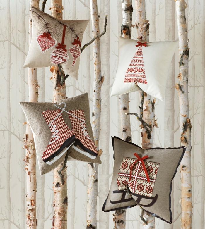 motifs festifs sur les coussins décoration de Noël