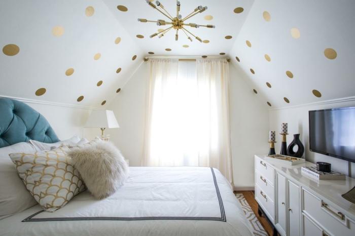 Collez Des Décalques Sur Le Plafond Du0027une Chambre Blanche. Par Contre, Si  Vous Avez Un Plafond Texturé, Optez Plutôt Pour La Peinture Uniquement