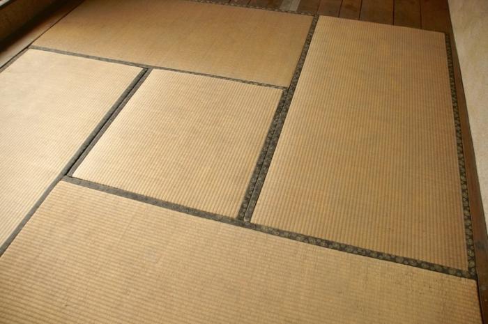 pièce avec tatami pour un lit futon