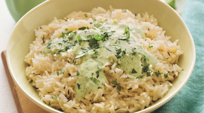 riz au lait de coco avec sauce à la coriandre