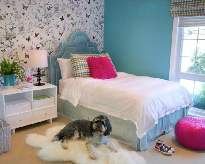 Idée De Chambre Bleue Pour Les Adolescentes. Murs Peints En Bleu Et Lit  Bleu, Papier Peint Floral U2026 Concevoir Une Petite Chambre De Style