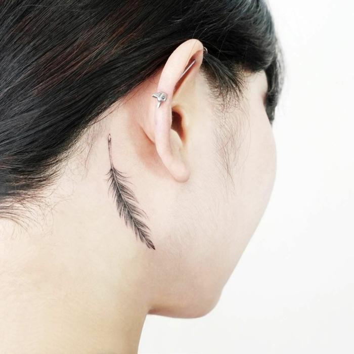 tatouage plume idée élégante
