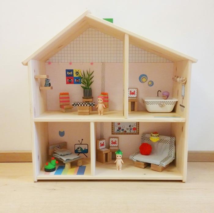 activité créative pour enfants maison de poupée en bois