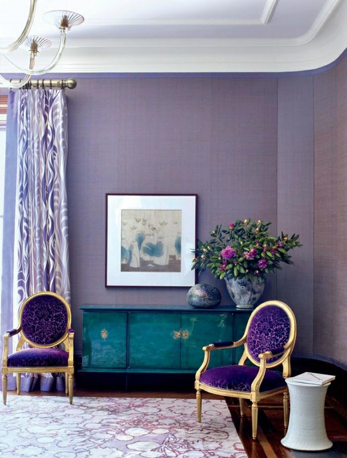 combinaison avec la couleur ultra violet