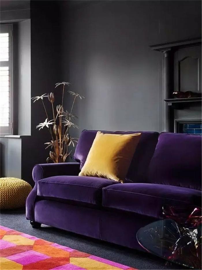 déco salon en ultra violet