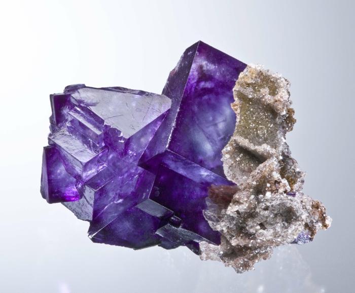 la pierre fluorite en ultra violet - Les Couleurs Qui Vont Avec Le Violet