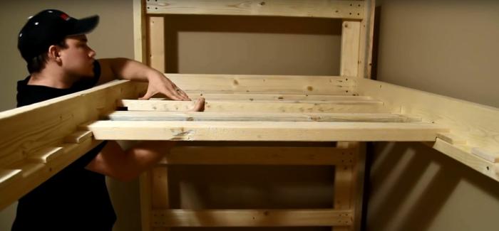fabrication d un lit en bois fabulous base de lit en bois plan gratuit avec fabrication lit en. Black Bedroom Furniture Sets. Home Design Ideas