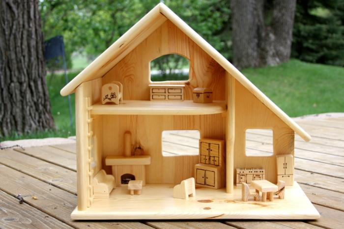 maison de poupée en bois à fabriquer soi-même