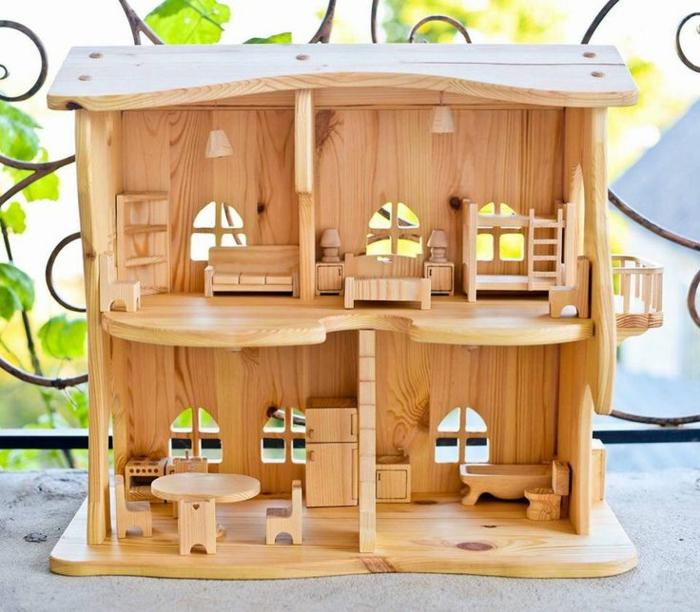 maison de poupée en bois avec meubles en bois