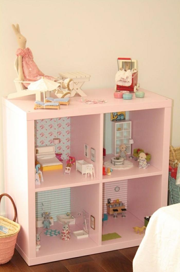 maison de poupée en bois fabriquée d'ancien meuble