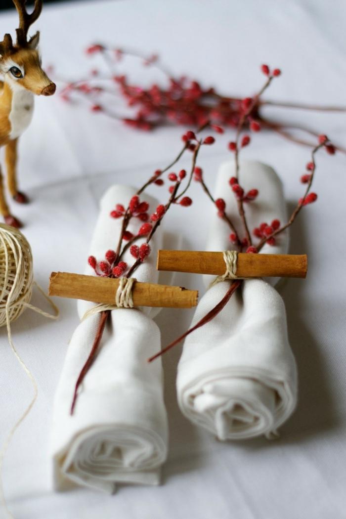 pliage de serviette pour noël rouleaux bâtons de cannelle fil