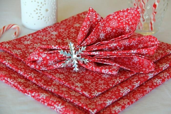 pliage de serviette pour noël serviette rouge