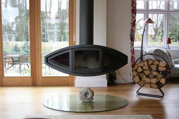 poêle à bois suspendu pour de petits espaces