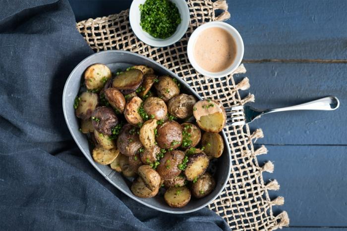pommes de terre rôties sauce de lait fermenté