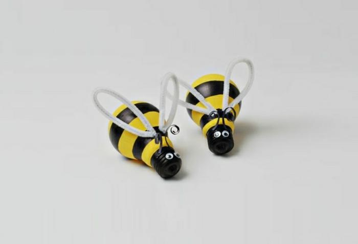 abeilles fabriquées d'ampoules électriques