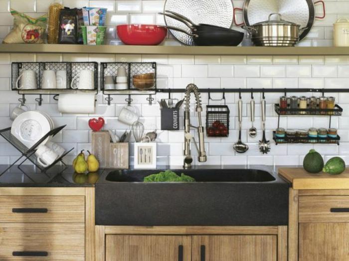 barres à crochets crédence aménagement petite cuisine