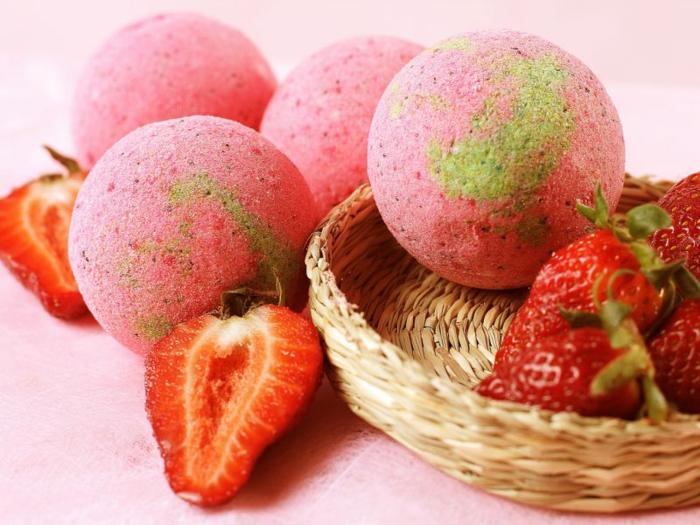 bombe de bain aux fraises