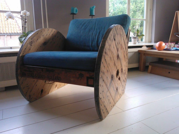 chaise unique en touret bois