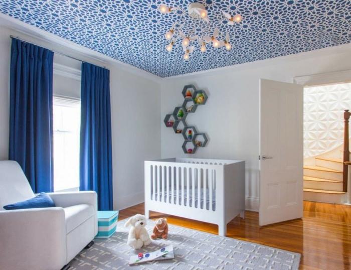 chambre bébé papier peint plafond idée