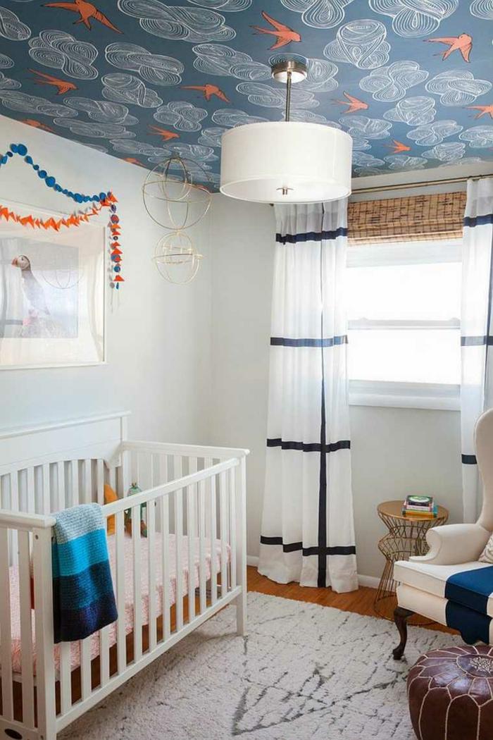 chambre bébé papier peint plafond