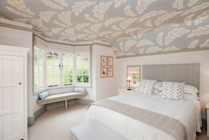 chambre couleurs pastel papier peint plafond