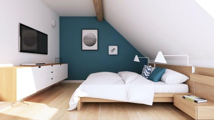 chambre mansardée accents en bleu-canard