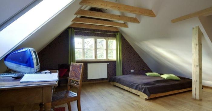 Comment aménager et décorer une chambre mansardée