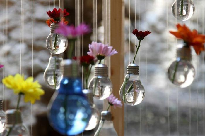 déco vases avec des fleurs ampoules électriques