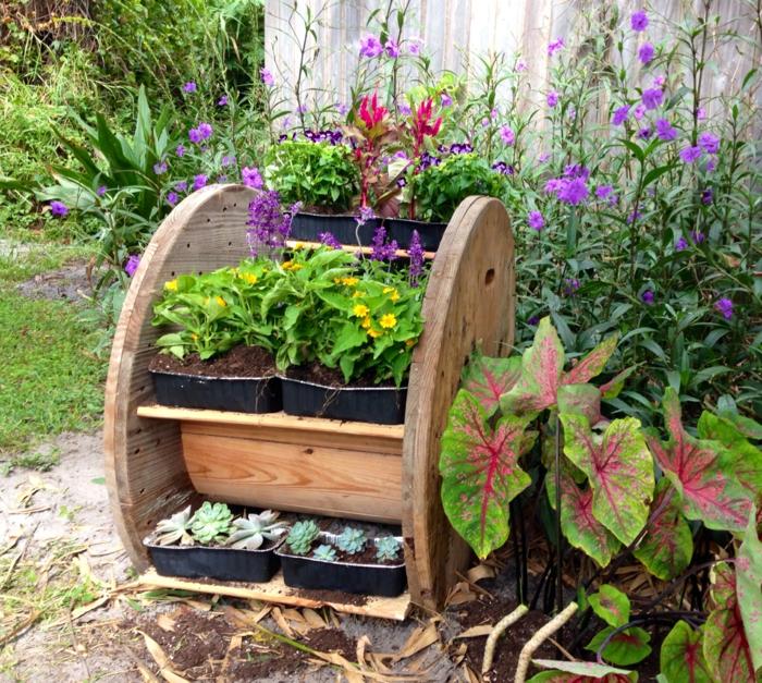 diy idée pour vos plantes en utilisant du touret bois