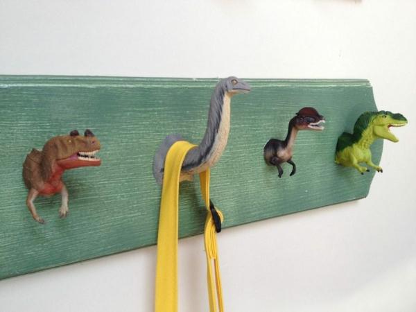 diy patère design bois dinosaures