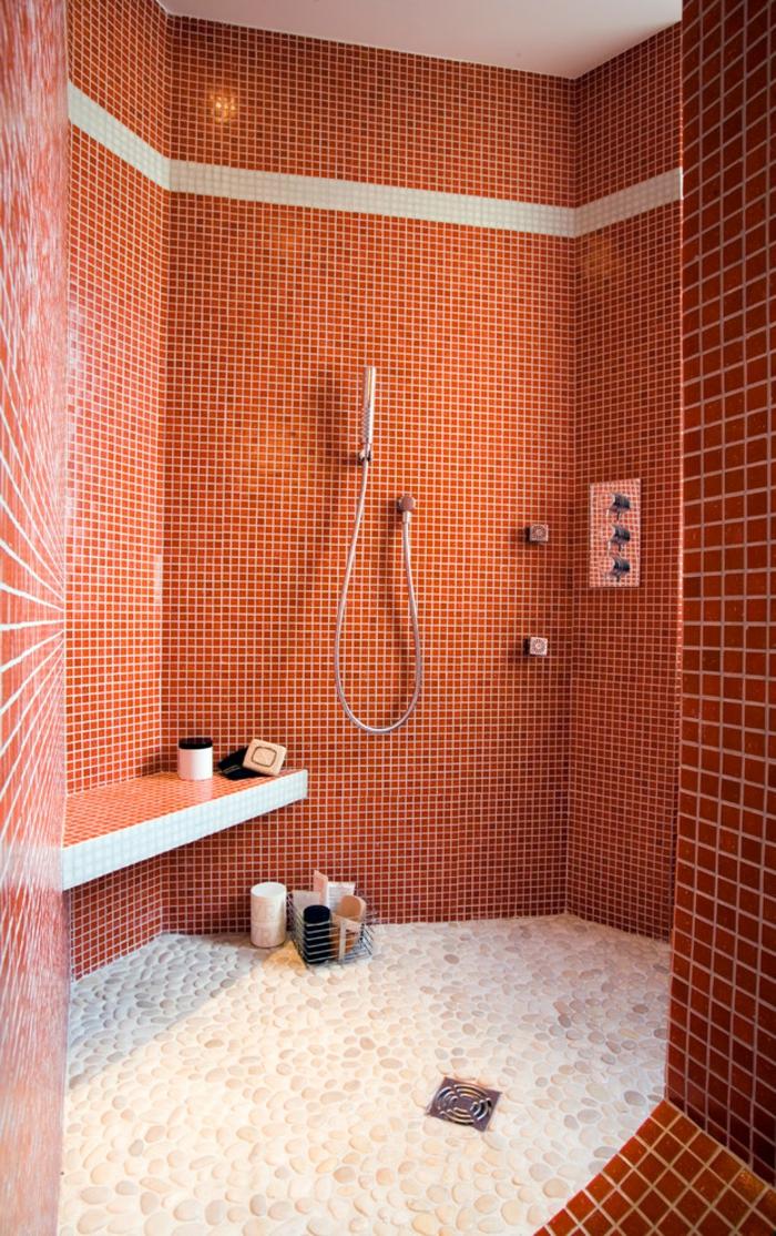 douche à l'italienne sans receveur salle de bains rouge
