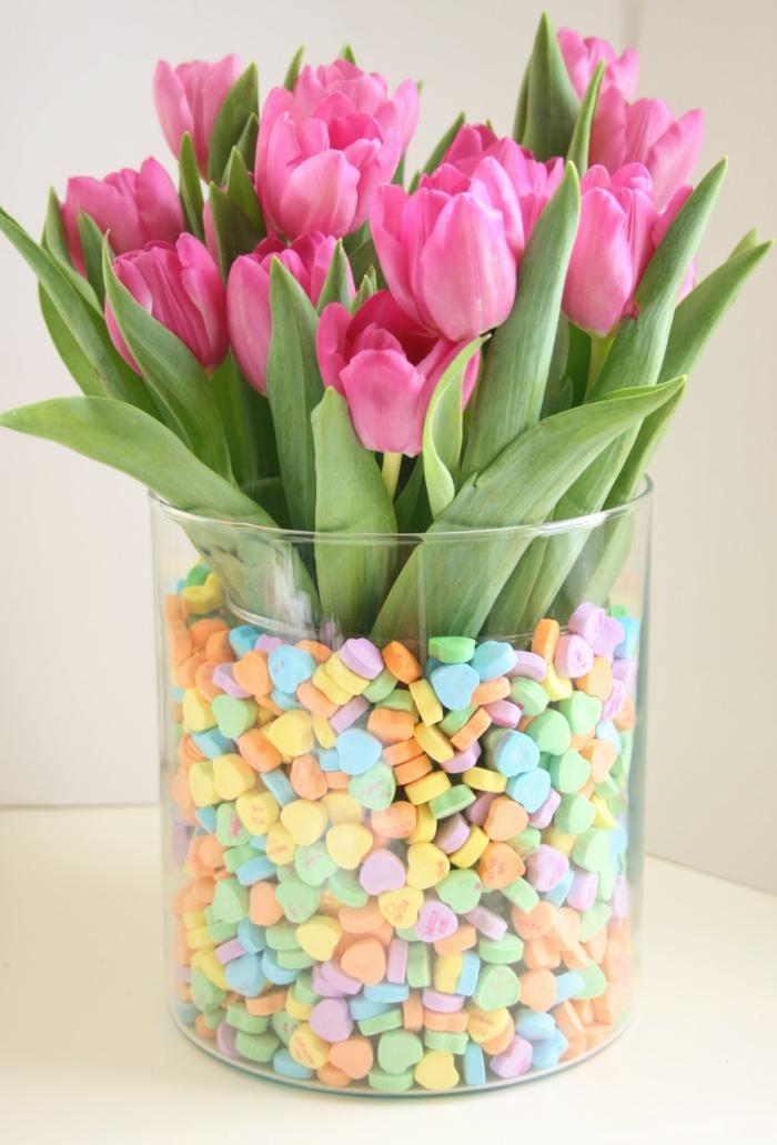 idée diy déco table avec des tulipes