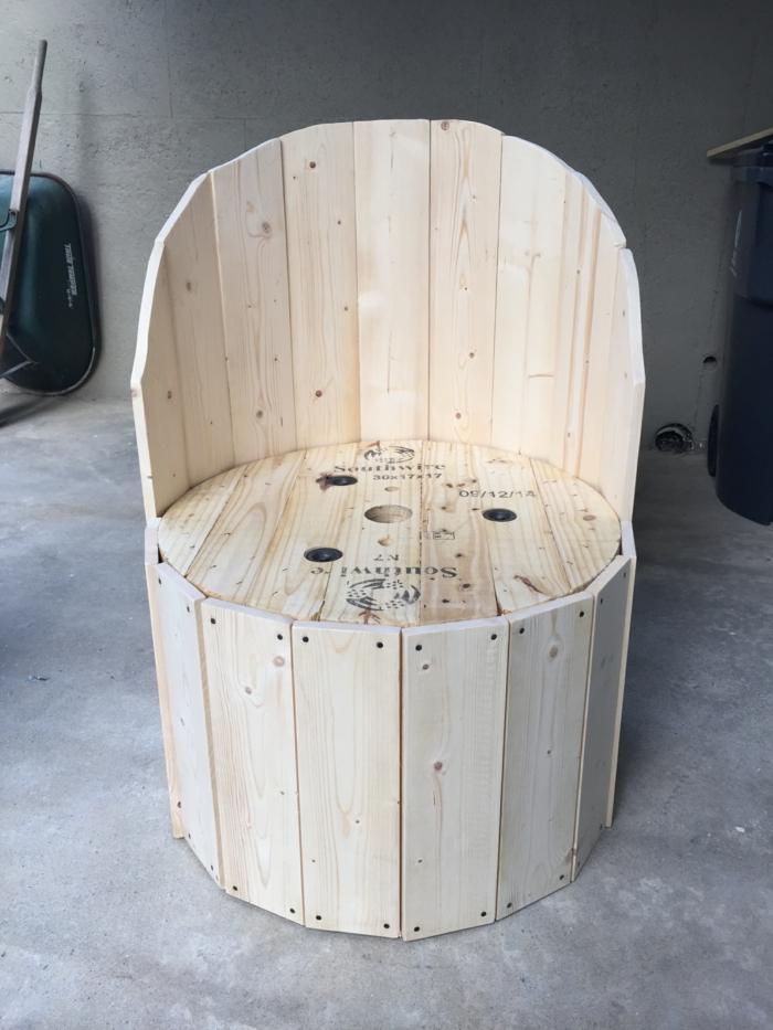 idée diy d'une chaise originale de touret bois