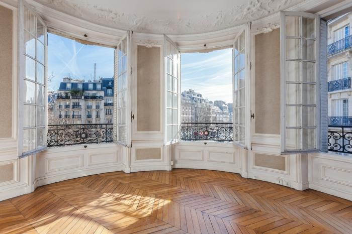 immeuble haussmannien appartement parquet moulure grandes fenêtres