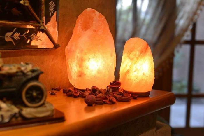 lampe cristal de sel allumée