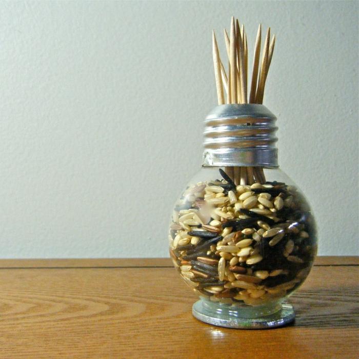 objets pratiques fabriqués d'ampoules électriques