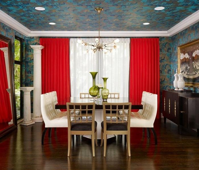 papier peint plafond salle à manger rideaux rouges