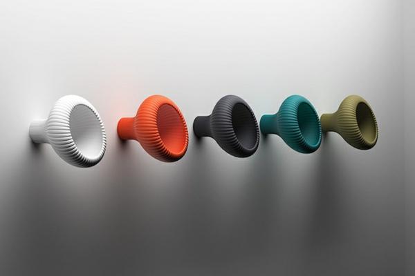 patère design en plastique colorée