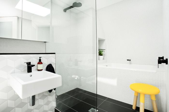 salle de bains avec baignoire douche à l'italienne