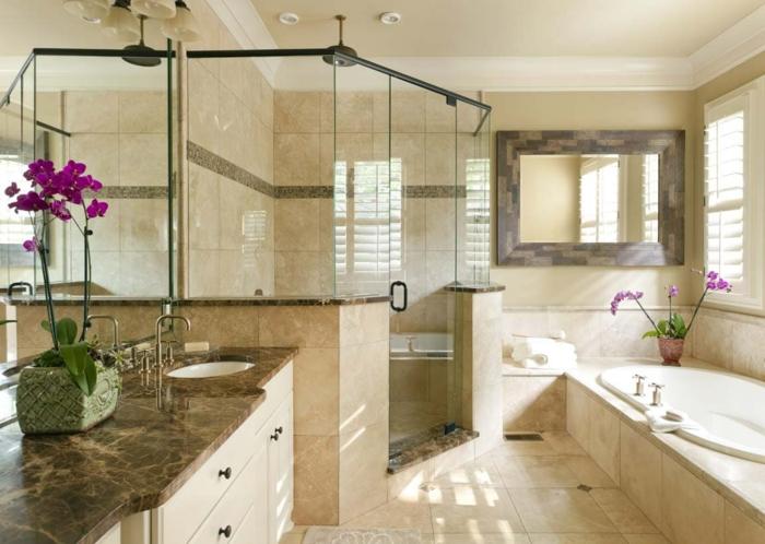 salle de bains cabine de douche et baignoire carrelage travertin
