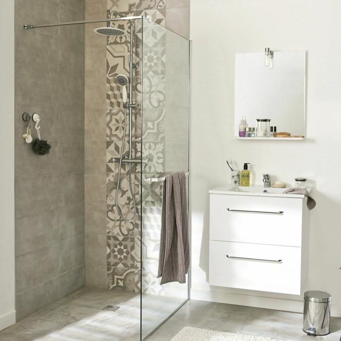 salle de bains carreaux de ciment douche à l'italienne