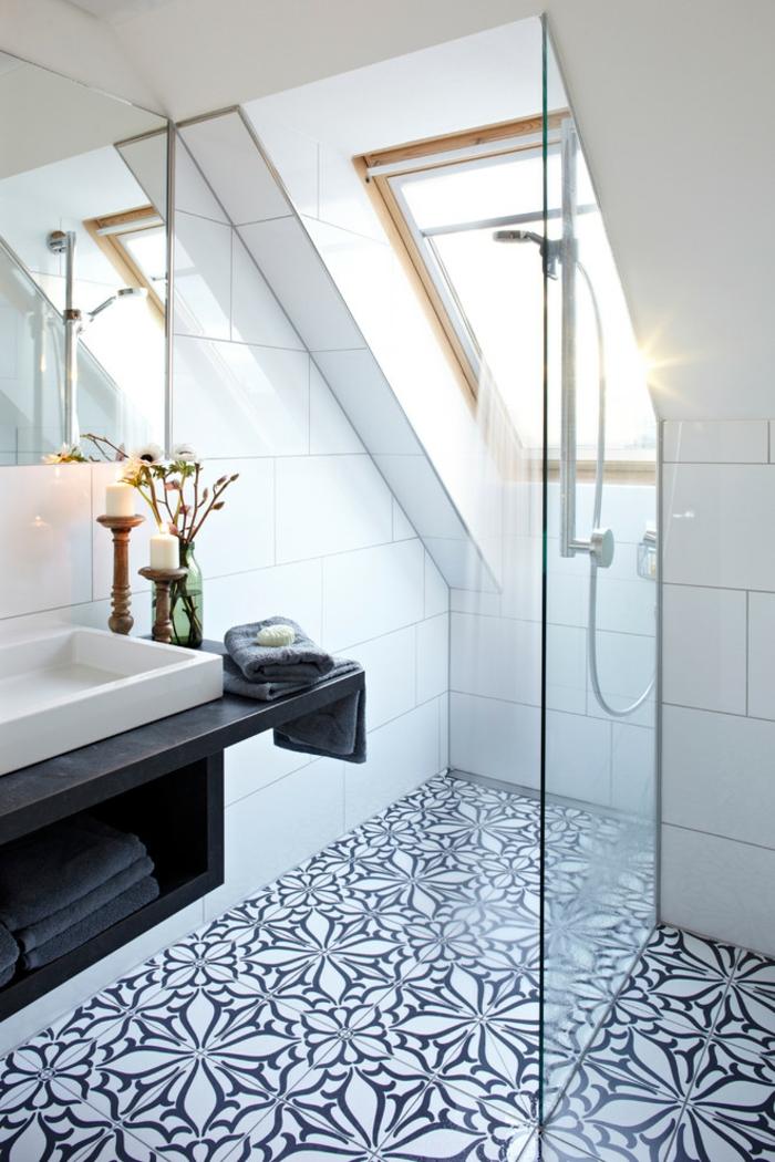 salle de bains sous pente douche à l'italienne sol carrelage
