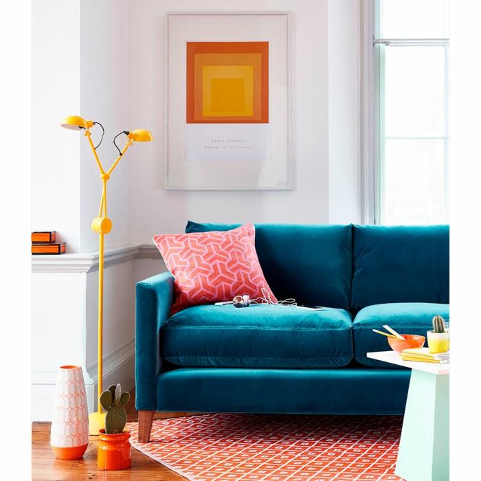 salon moderne avec un canapé velours