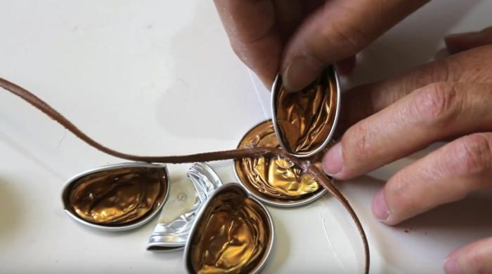 étapes diy bijou de capsule café