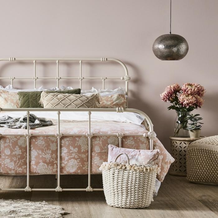 chambre à coucher inspiration meuble bout de lit